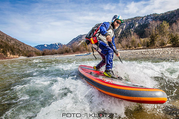 Andy Klotz: Carsten Kurmis is shredding the Isar near of Munich Germany