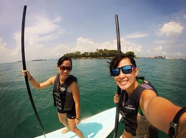 Si'Min Cheng Weekend out in the sea supping with my twin at Sentosa, Singapore and taking a twin selfie!