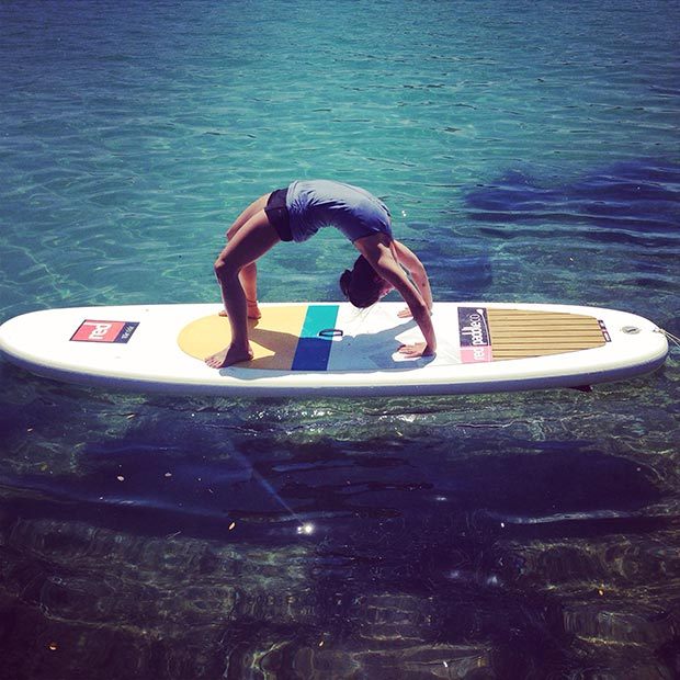 Laurene Anstee: Sea, sun and SUP. Greece summer yoga sup