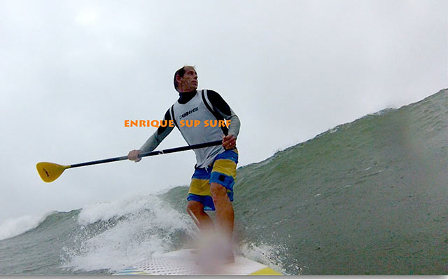 enrique gianello: SUP in jupiter , Going in to over head wave , awesome day with friends