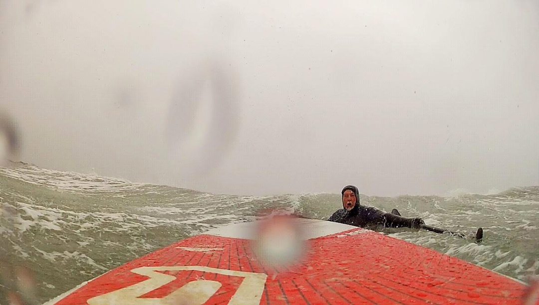 Travis Hayes, sup surf New England winter