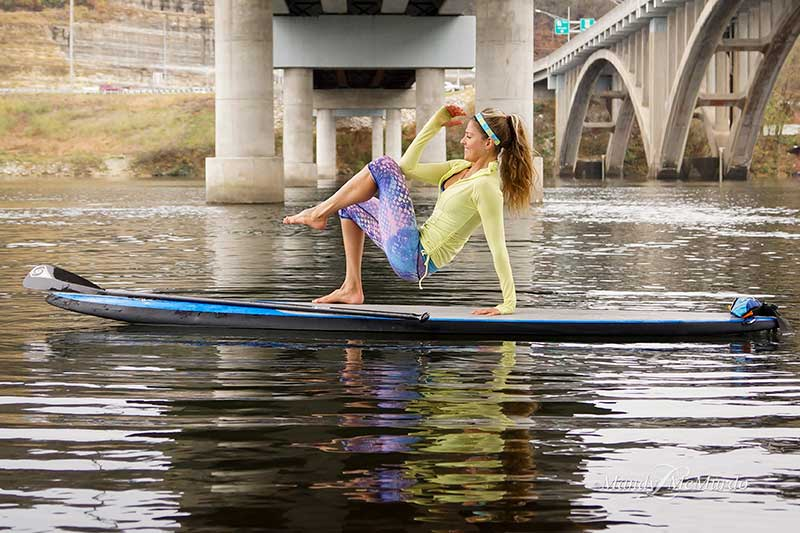 SUP Crab Crunch: 4 Simple Moves Tone Your Abs, Triceps, and Shoulders