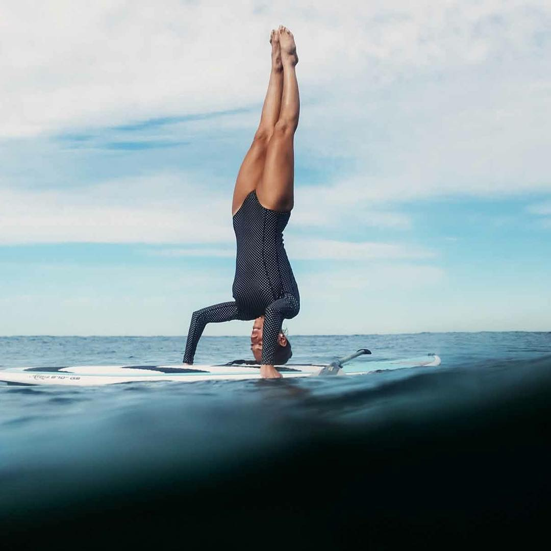Charlotte Piho making a very difficlut #supyoga move look easy!