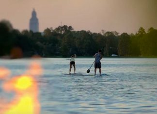Epic Paddle Board Race / Party Down The Muddy Mississippi