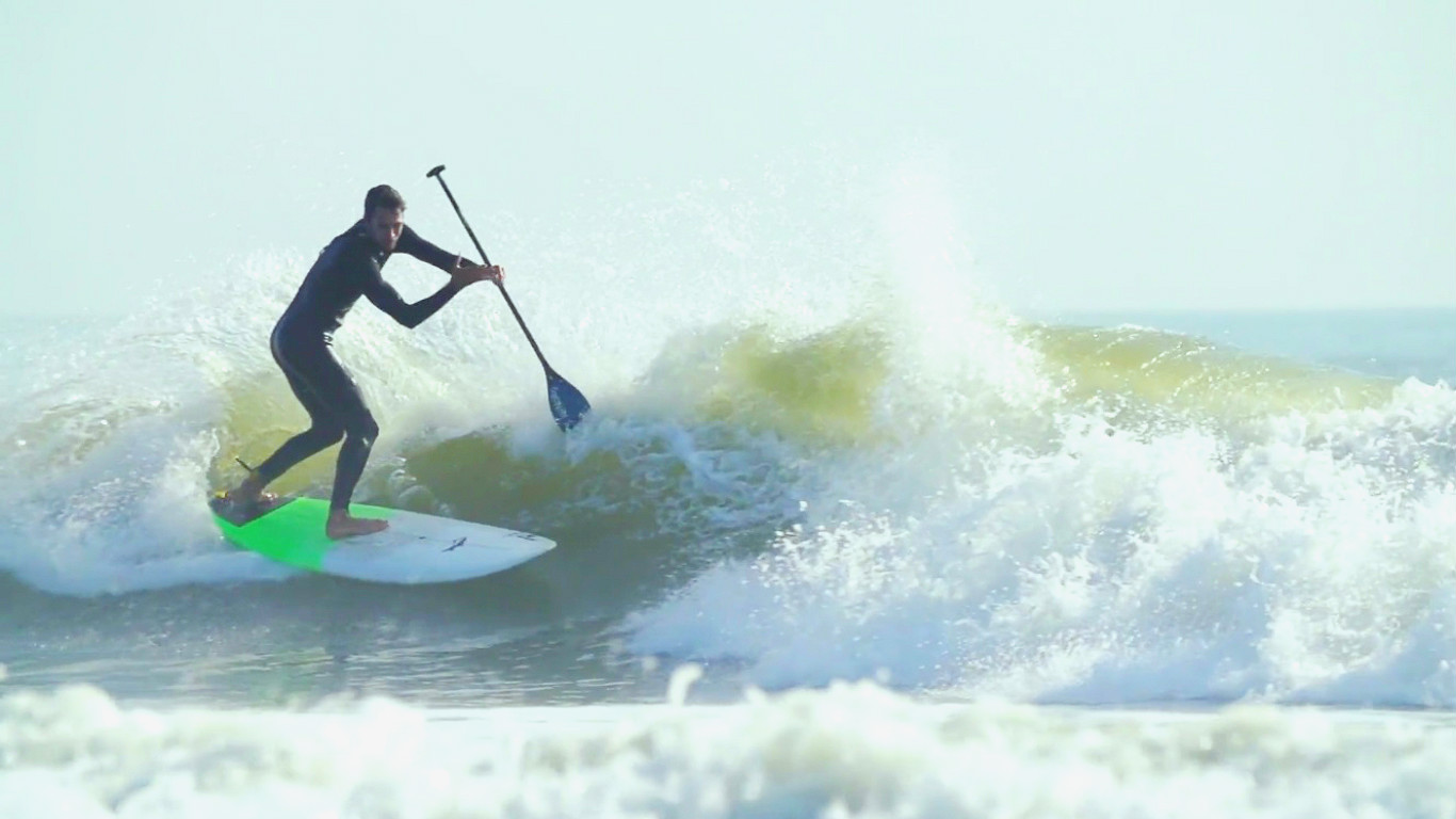Kenalu S Jason Latham Tearing It Up Surf Sup Style In