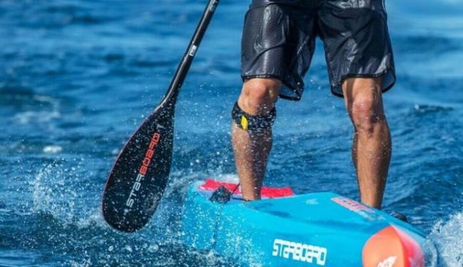 Starboard-Lima-LTD-Balsa-Carbon-Race-Paddle-Large-in-Action-693x400